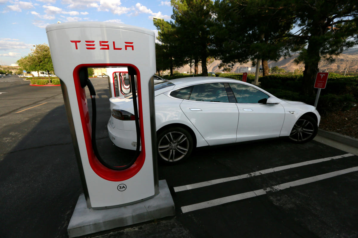Tesla Will No Longer Offer The Free Unlimited Supercharging